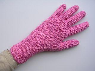 Creme-de-noyaux-gloves